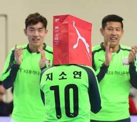 홍명보 자선축구도 '극장골'…지소연은 <!HS>복면가왕<!HE> 세리머니