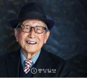 [<!HS>배영대의<!HE> <!HS>지성과<!HE> <!HS>산책<!HE> -『100년을 살아보니』 쓴 김형석 교수] 97세 교수님의 장수 키워드, 조심조심·미리미리
