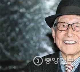"[<!HS>배영대의<!HE> <!HS>지성과<!HE> <!HS>산책<!HE>] 김형석 ""97년 살아보니 더불어 살던 때가 행복했노라"""