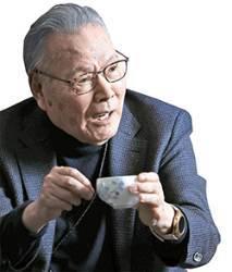 """""""뜨거운 찻잔에 달아준 손잡이처럼 스마트폰은 기계·인간 사이 벽 없앴다"""""""