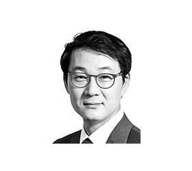[데스크 view &] 정치권 기업 때리기, 기업이 자초한 측면도 있다