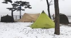 "[<!HS>장진영<!HE> 기자의 <!HS>패킹쿠킹<!HE>] (26) ""밖에서 놉시다"" - 어느 차가웁던 겨울 캠핑"