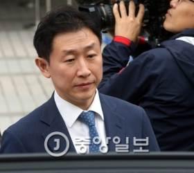 '<!HS>스폰서<!HE> 의혹' 김형준 전 부장<!HS>검사<!HE> 징역 2년 6개월·벌금 5000만원 선고