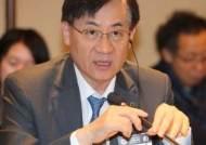 8개월 잠적했던 홍기택 전 산업은행장 검찰 출석..왜?