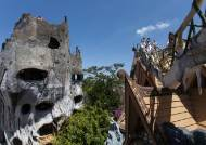 '베트남의 가우디'가 꾸민 건물, 호러 영화 장면처럼 기괴