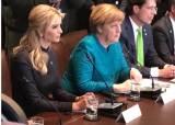 백악관 회담서 메르켈 옆에 트럼프 <!HS>장녀<!HE> <!HS>이반카<!HE> … 왜?