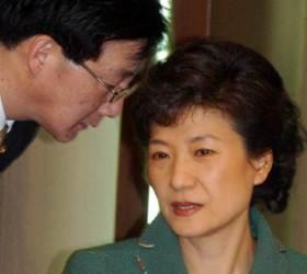 박근혜 전 <!HS>한나라당<!HE> 대표 비서실장 당시 유승민 후보