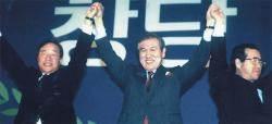 [뉴스 속으로] DJP, 노무현·정몽준 … 1강2중 구도서 꽃피는 '이종교배'
