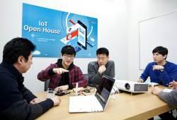 """[벤처와 중기] IoT 설비·3D 프린터 갖춘 사무실 """"스타트업에겐 무료 개방"""""""