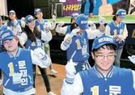 """[대선 2차 TV토론] 문 """"인권결의, 북에 안 물어봐"""" 홍 """"막말보다 거짓말 안 해야"""""""