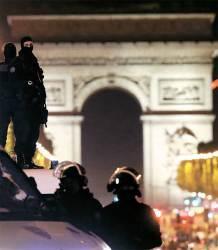 '샹젤리제 테러' 프랑스 대선 막판 변수로