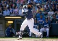 테임즈, 다저스 마에다 시즌 15호 홈런 결승포