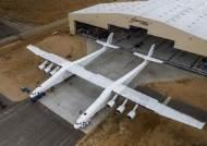 세계에서 제일 큰 비행기 Roc 공개...우주여행 한걸음 더
