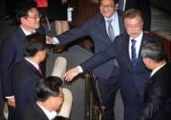 문 대통령, 국회 상임위원장단과 오찬 회동....자유한국당은 불참