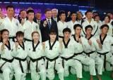 [포토사오정]문 대통령과 함께 기념사진 찍은 남북한 표정은 정반대