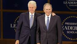 """리더십 행사 참석한 빌 <!HS>클린턴<!HE>·부시 """"대통령이 갖춰야할 중요한 자질 '겸손'"""""""