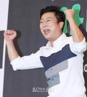 """[피플IS] """"배려의 아이콘"""" 이수근, JTBC 주말 접수한 천상 예능인"""