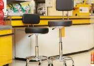 이마트, 점포 계산대 의자 10년만에 바꾼다…근무환경 개선