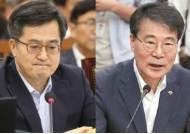 교수 정책실장 vs 관료 부총리 갈등…노무현,문재인 정부 평행이론?