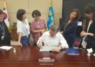 """강용석 """"靑 여성비서관 만난 문 대통령, 쇼를 하다하다…"""""""