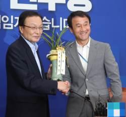 """이해찬 """"댓글도 새겨듣겠다"""" 딴지일보에 감사글…박정희·<!HS>이승만<!HE> 묘소 참배도"""