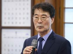 "<!HS>장하성<!HE>, <!HS>김동연<!HE>과 갈등설에 ""부부간에도 이견"""