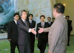 北 일본인 석방이 예사롭지 않은 이유...02년엔 '신뢰확인' 관계 급물살