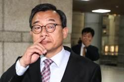 MBC 기자 채용에 '이정현 추천서'…<!HS>이명박<!HE>·박근혜 정권 실세 추천서엔 어떤 내용이?
