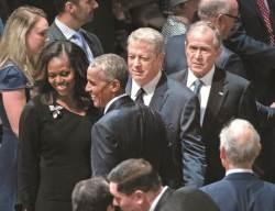 매케인 장례식에 부시·<!HS>오바마<!HE>·클린턴 … 초대 못 받은 트럼프는 골프장으로
