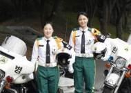 육군 최초 헌병 모터사이클 타는 여군들
