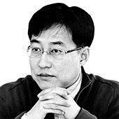 [강민석의 시선] 문 대통령 지지율 하락의 비밀