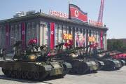 北 열병식, '美 눈치'에 ICBM 숨기고 '韓공격' 신무기 공개