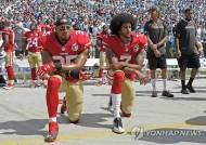 미국프로풋볼 NFL, 올 시즌도 '국민의례 무릎 꿇기'