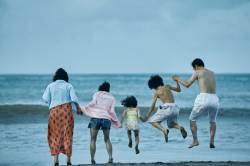 [<!HS>알쓸신세<!HE>]칸 황금종려상 '어느 가족'…아베의 침묵 뒤엔 '일본회의'