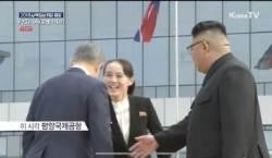 사열대까지 뛰어올라갔다···김여정 공항영접 종횡무진