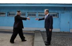 [서소문사진관]문재인 대통령-<!HS>김정은<!HE> 위원장. 세번의 만남