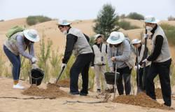 [<!HS>서소문사진관<!HE>]황사 발원지 쿠부치 사막에서 희망의 나무심기