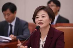 '같이 사는 남자'···진선미 배우자 지칭에 청문회장 논란
