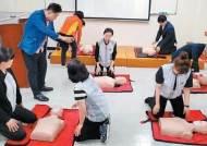 [힘내라! 대한민국 경제] 전점에 AED(자동심장충격기) 확대, 직원 교육 통해 안심쇼핑 환경 조성
