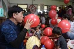"""""""첫 월급 나를 위해서만 쓰기 싫었다""""…네팔 간 국제구호 후원자들"""