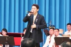 """지코, 김정은 앞 힙합 <!HS>공연<!HE>···'푸처핸섭' 대신 """"손 위로""""···반응은"""