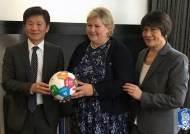 정몽규 KFA 회장, UN SDGs에 축구공 전달