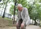 많이 쓰고 닳아 아픈 노모 허리와 무릎…통증 해소하는 방법은