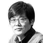 [이훈범의 시선] 이명박 박근혜 그리고 문재인