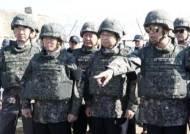 방탄복에 선글라스 끼고 철원 DMZ 등장한 임종석
