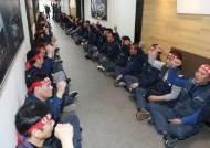 한국GM '법인 분리' 주총서 의결…노조 입구 봉쇄하며 반발