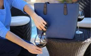 [이거 어때?] 핸드백서 와인이? 홈파티 하려면 이 정도는 준비해야죠