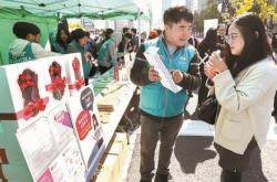 """""""목소리 크면 잘 팔려요"""" 초등생 완판스타 비결"""