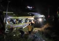 천안논산고속도로서 고속버스 추락…1명 사망·13명 부상