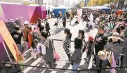 1000원 기부하고 상품 뽑는 '럭키 자판기' 인기